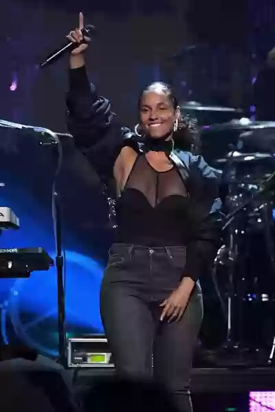 Alicia Keys Performs Tribute to 2Pac at Rock & Roll Hall of Fame Induction Ceremony