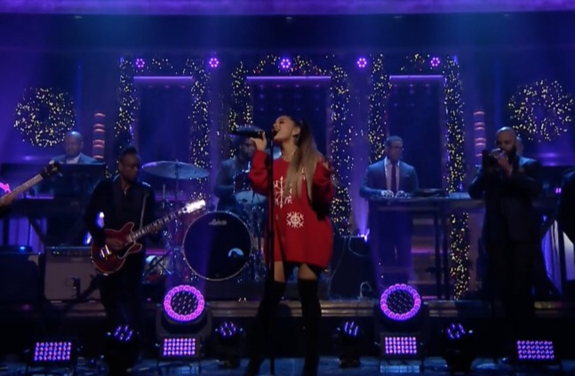 Ariana Grande Performs 'Imagine' On Jimmy Fallon The Tonight Show